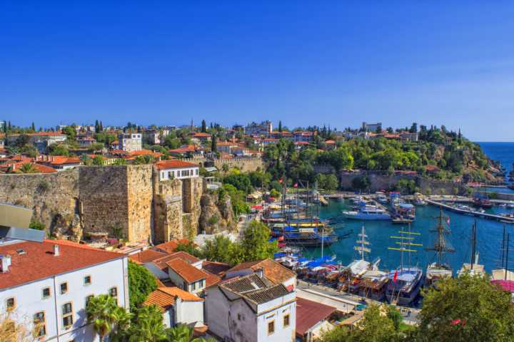 Sightseeing: Old harbour in Antalya